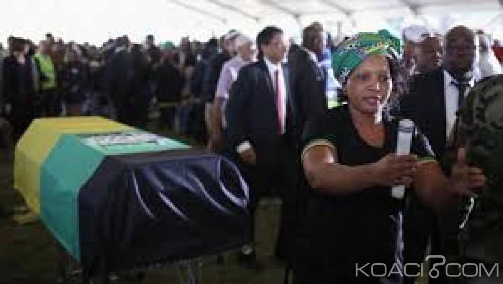 Afrique du Sud: Les funérailles  du héros anti apartheid Ahmed Kathrada en l'absence de Zuma