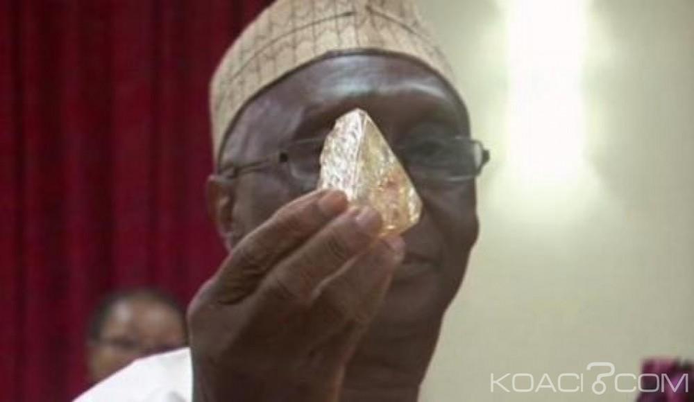 Sierra Léone: La vente aux enchères d'un diamant de 706 carats reportée
