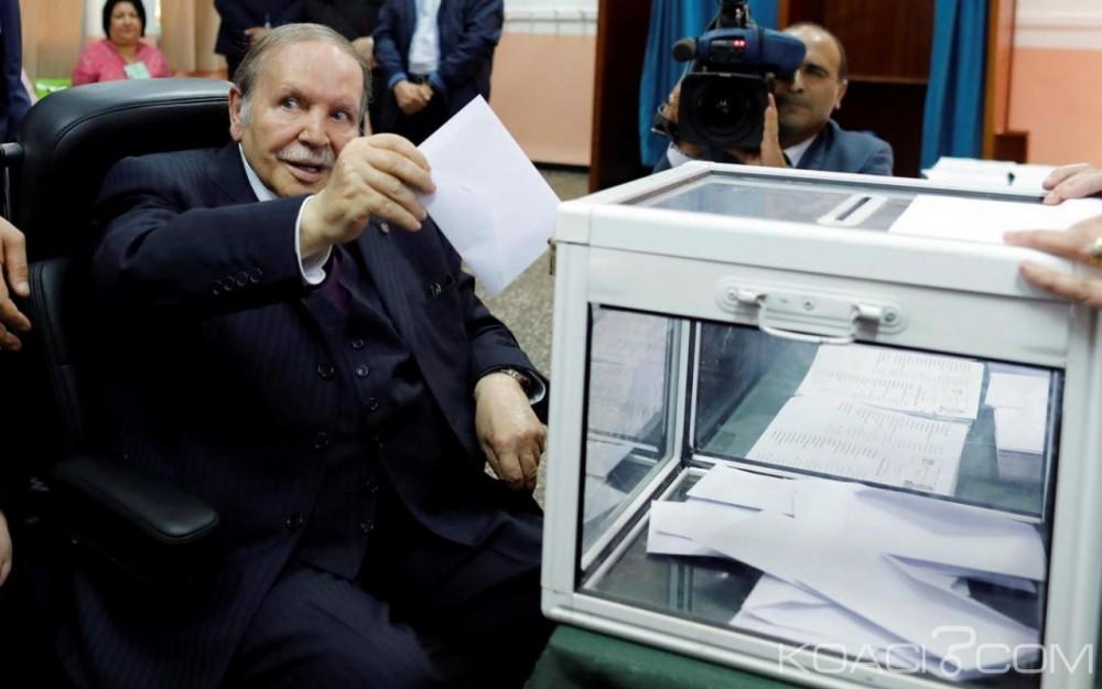Algérie: Affaibli, Abdelaziz Bouteflika  apparaît en chaise roulante pour voter