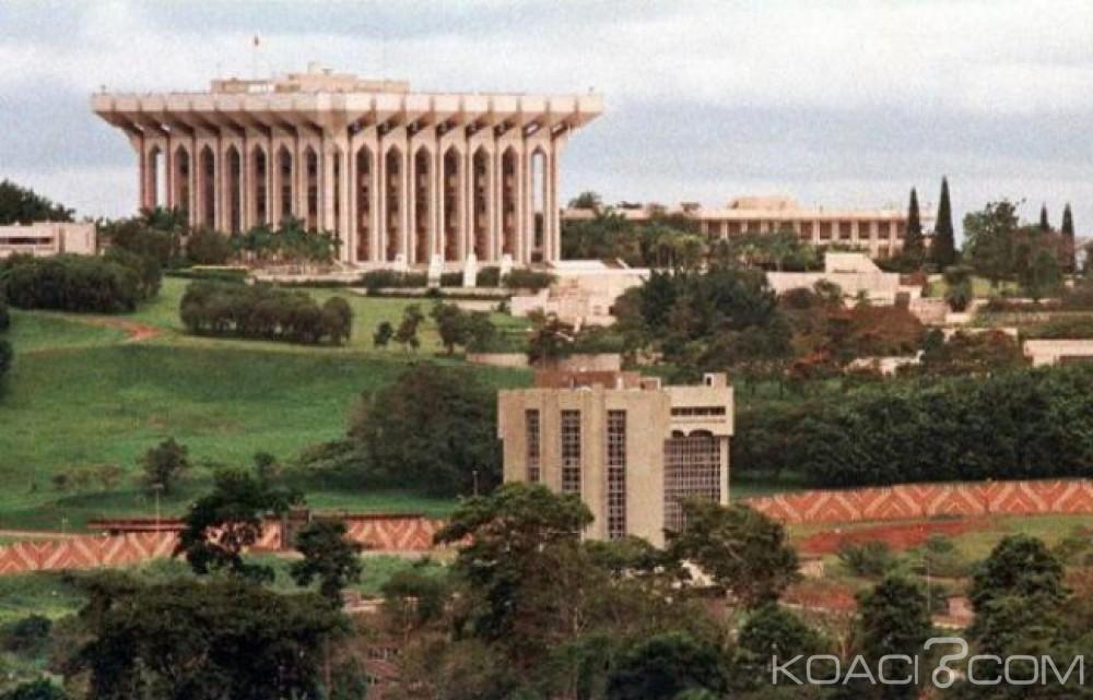 Cameroun: 20 Mai, Biya rame à contre courant, il fait interdire les téléphones portables au palais