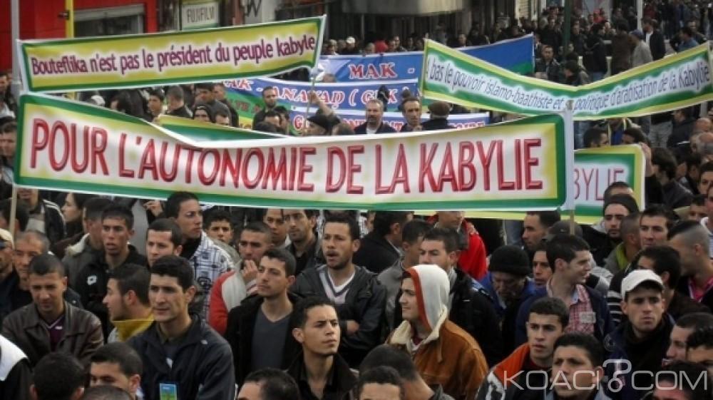 Koacinaute: La Kabylie à feu et à sang