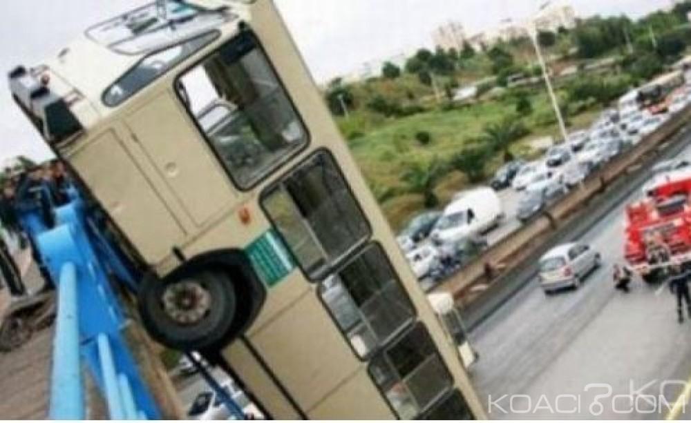 Algérie:  Un bus dévie de sa route  au sud-ouest,  cinq morts et 16 blessés