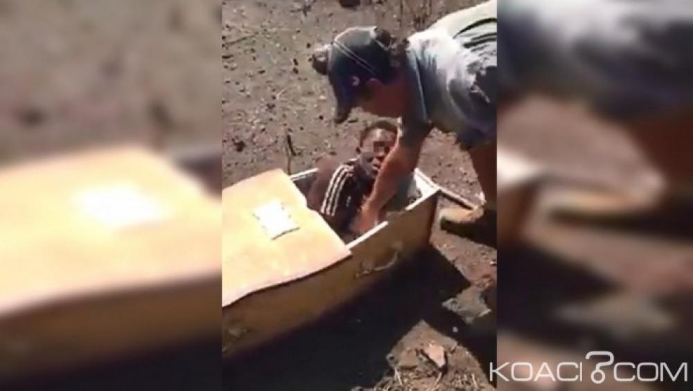 Afrique du Sud:  Jeune noir enfermé dans un cercueil, les deux fermiers blancs  plaident non coupable