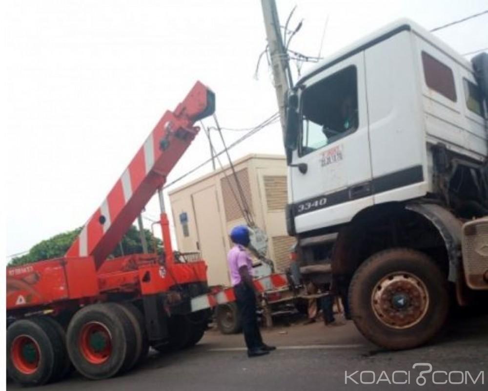 Côte d'Ivoire: Route de la Carena, un accident de la circulation a crée un embouteillage monstre, les travailleurs bloqués durant des heures