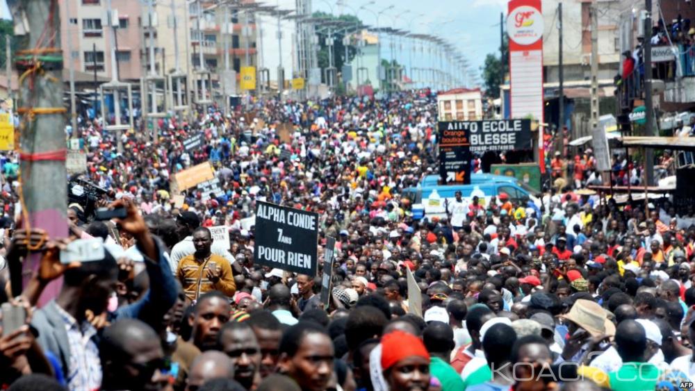 Guinée: Forte mobilisation aux obsèques de deux jeunes opposants abattus lors d'une manifestation