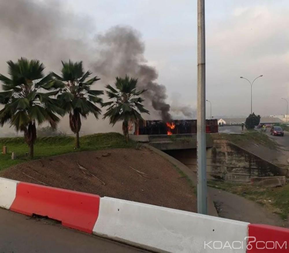 Côte d'Ivoire: Un camion remorque transportant des marchandises prend feu  circulation perturbée au Plateau
