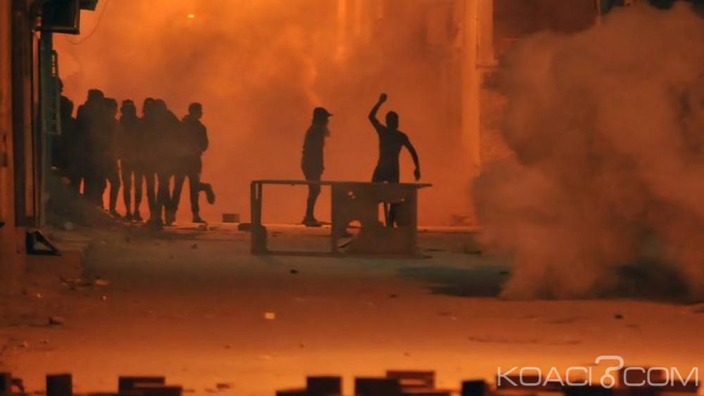 Tunisie: 200 arrestations et des dizaines de blessés après une nouvelle nuit d' émeutes