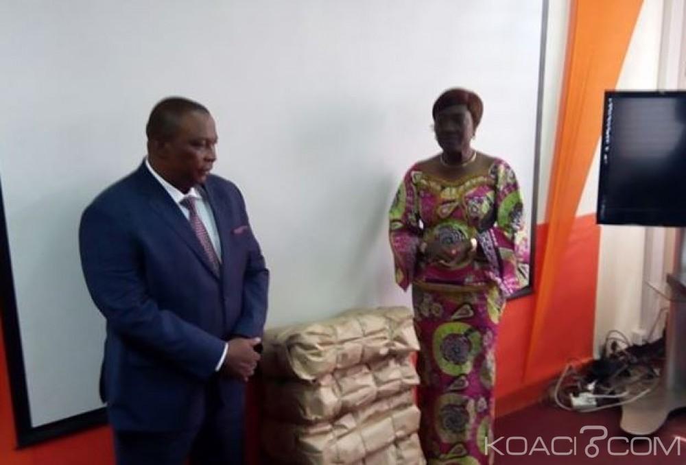 Côte d'Ivoire: Le ministre Adjoumani offre 1150 kg de volailles saisis par les Douanes au ministère de la Solidarité pour les pensionnaires des pouponnières, MACA etc