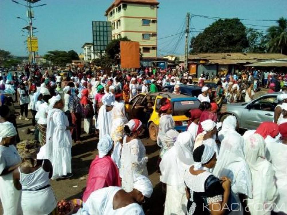 Guinée: Violences policières, des milliers de femmes en «blanc»  dans la rue pour crier leur ras le bol