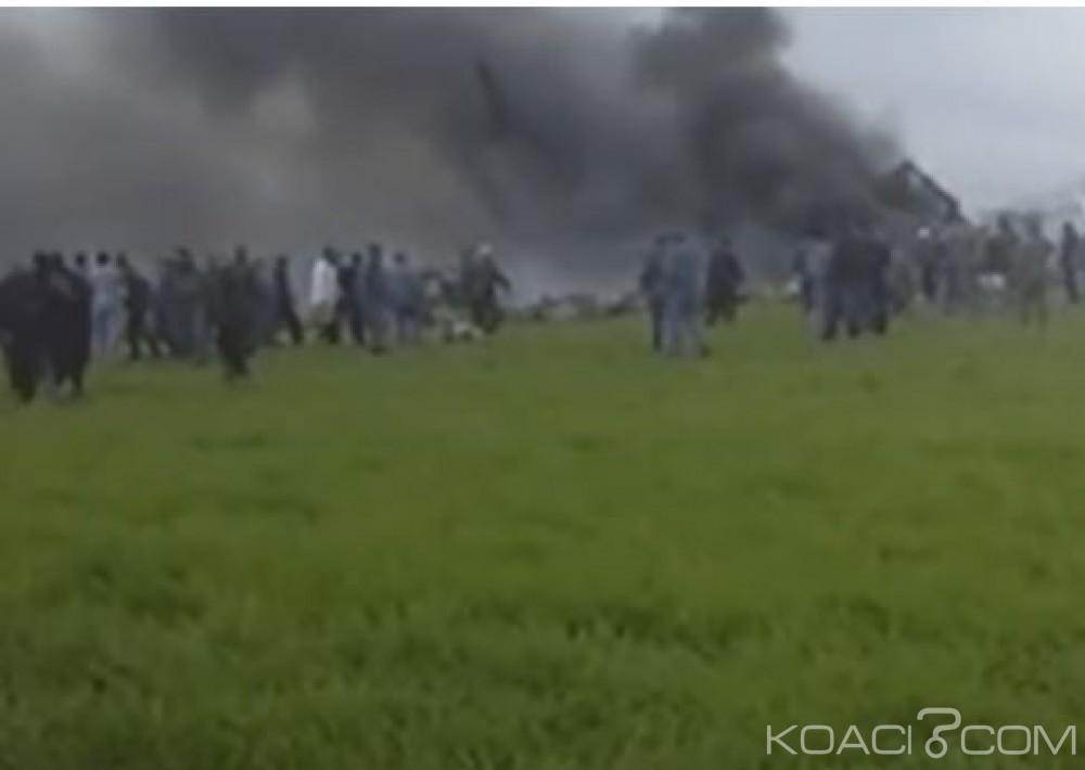 Algérie: Un avion militaire s'écrase peu après  son décollage,  257 morts