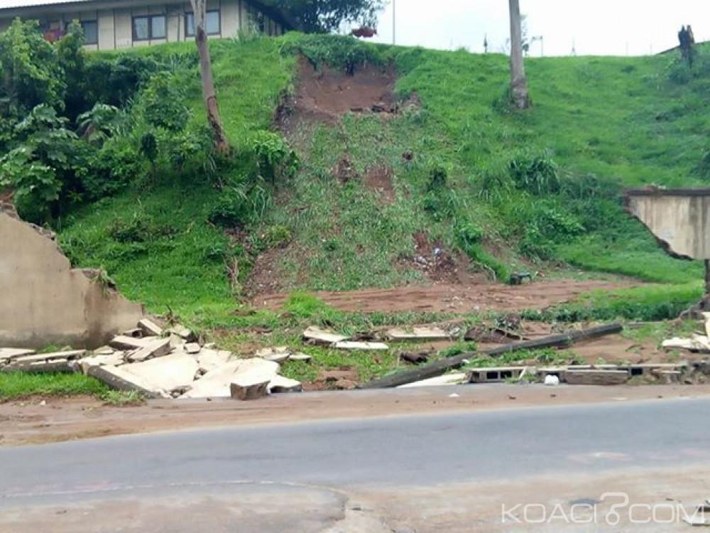 Côte d'Ivoire: Abidjan, une partie de la clôture du HMA cède, le bitume dégradé à certains endroits du carrefour zoo à cause de la pluie