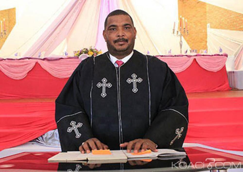 Afrique du Sud:  30 jours de prison avec sursis  pour un pasteur qui avait traité les gays de «  pervers»