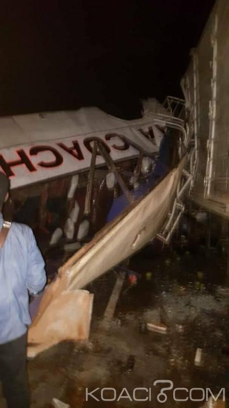 Ouganda  : Un accident impliquant un tracteur,  un bus et un camion fait 48 morts au moins