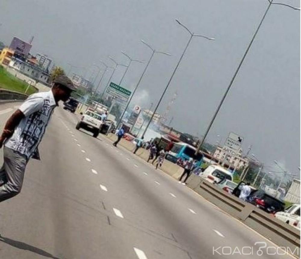 Côte d'Ivoire: Les étudiants de l'INJS bloquent le troisième pont HKB
