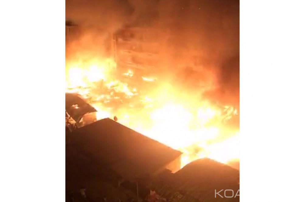 Côte d'Ivoire: Un incendie ravage des maisons de la cité Paillet à Abidjan, un mort par asphyxie
