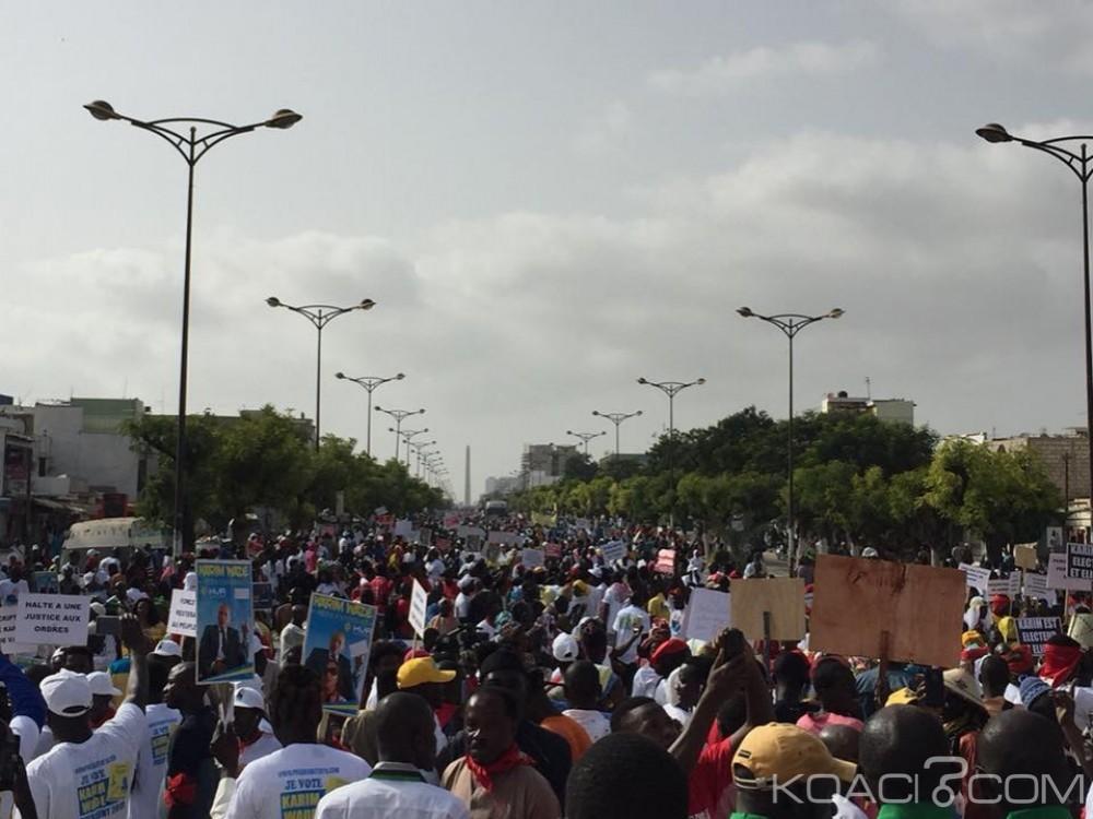 Sénégal: Impressionnante mobilisation de l'opposition pour dénoncer «Âle régime dictatorial» de Macky Sall, à 10 mois de la présidentielle