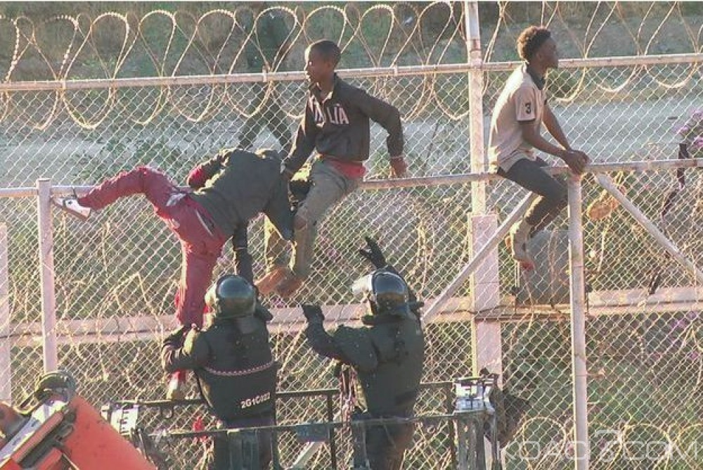 Maroc : 12 soldats blessés  après avoir tenté d'empêcher des migrants d'escalader la clôture
