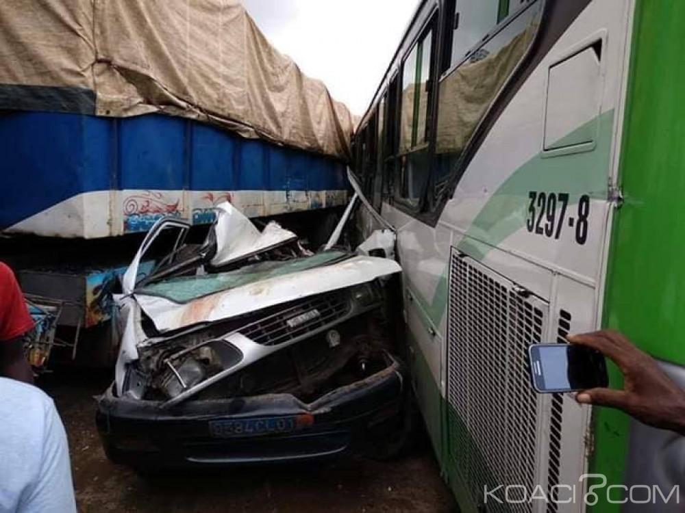 Côte d'Ivoire : Un bus de la Sotra écrase plus de 15 véhicules sur le boulevard de Marseille