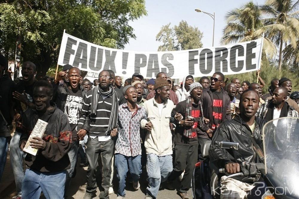 Sénégal : À moins de 4 mois de la présidentielle, les autorités cherchent à museler le mouvement  Y en a marre