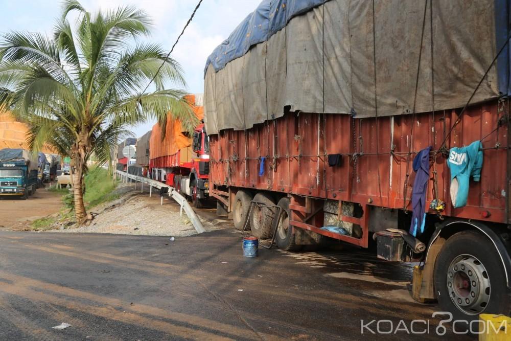 Côte d'Ivoire : Bureau frontière de Noé, les commerçants refusent de se conformer à la règlementation, une centaine de véhicules abandonnés le long du bitume