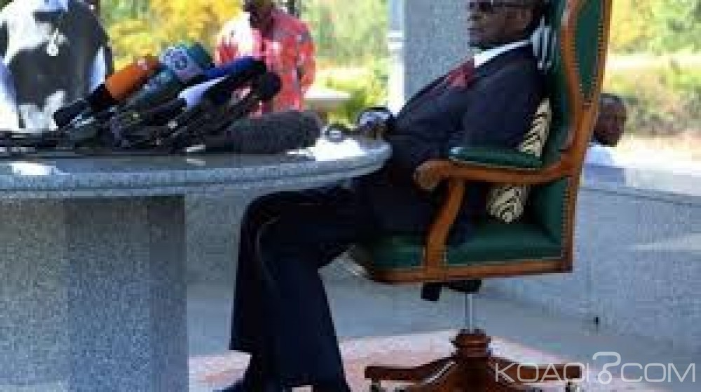 Zimbabwe : A Singapour pour raisons médicales, Mugabe incapable de marcher