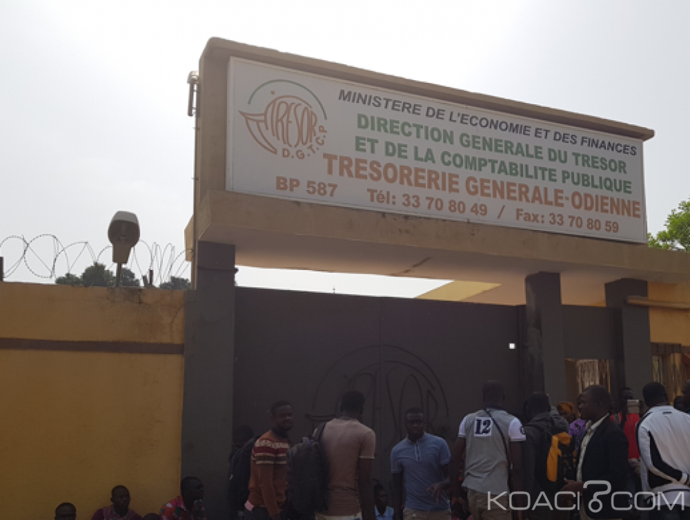 Côte d'ivoire : Des enseignants stagiaires manifestent devant le Trésor à Odienné pour réclamer le paiement de leurs bourses