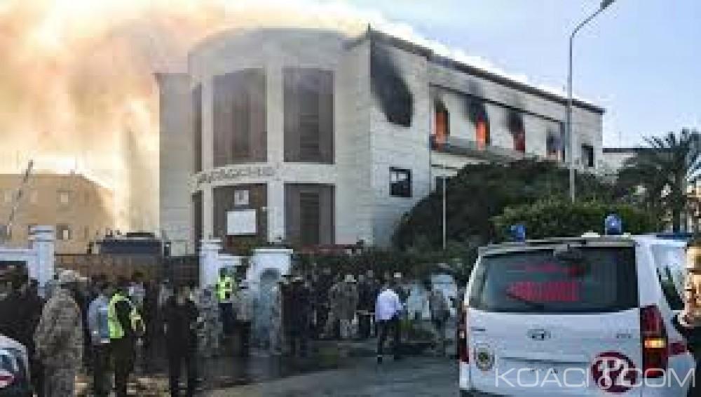 Libye: Le ministère des affaires étrangères cible d'une attaque terroriste, 3 morts