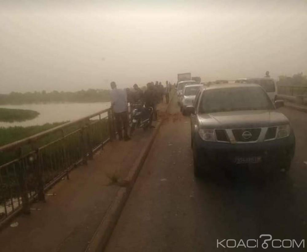 Côte d'Ivoire: À Moossou un gros camion tombe dans la lagune