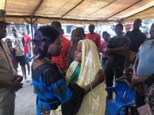 Côte d'Ivoire : Une pirogue chavire à Anoumabo, 6 morts par noyade, Mariatou Koné au chevet des parents des victimes