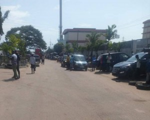 Côte d'Ivoire : Malgré les premiers bons signes, des importateurs de véhicules d'occasion appellent Alassane Ouattara à réviser son décret