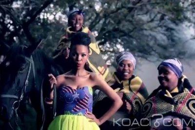 Mafikizolo Ft. Uhuru - Khona - Rumba